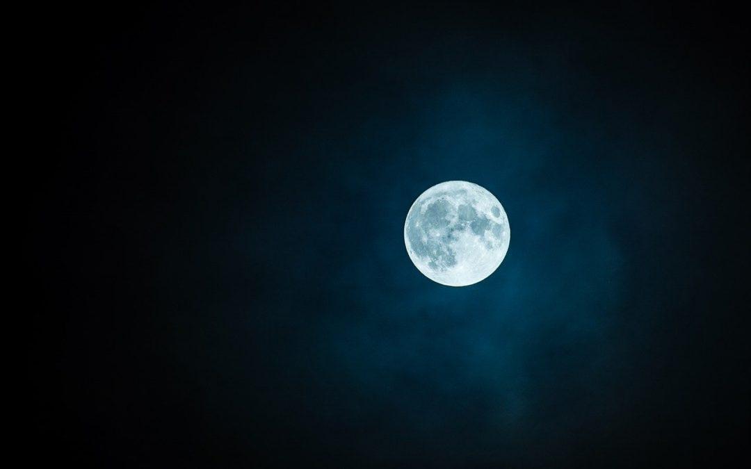 Pleine lune : Comment tirer le meilleur parti de la lune pour se couper les cheveux