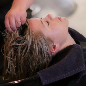 Les_meilleures_combinaisons_de_shampooing_et_de_revitalisant_pour_chaque_type_de_cheveux